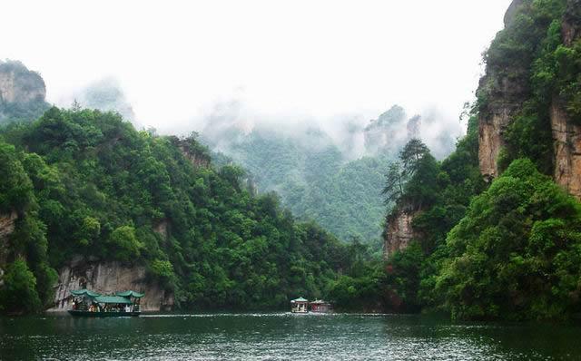 宝峰湖景观