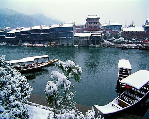 凤凰沱江雪景