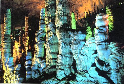 黄龙洞景点一角